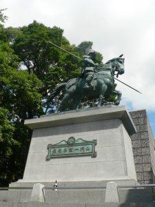 山内一豊の騎馬銅像